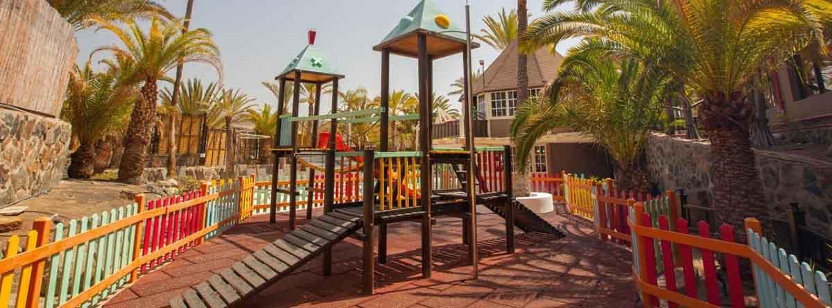 vier-Pools-der-Unterkunft-wählen-von-denen-einer-speziell-für-die-Kleinsten-entworfen-wurde